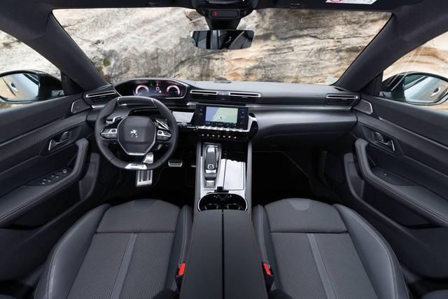 Có nên chọn cấu hình đặc biệt này của Peugeot 508 thay vì bản sedan? - Ảnh 9.