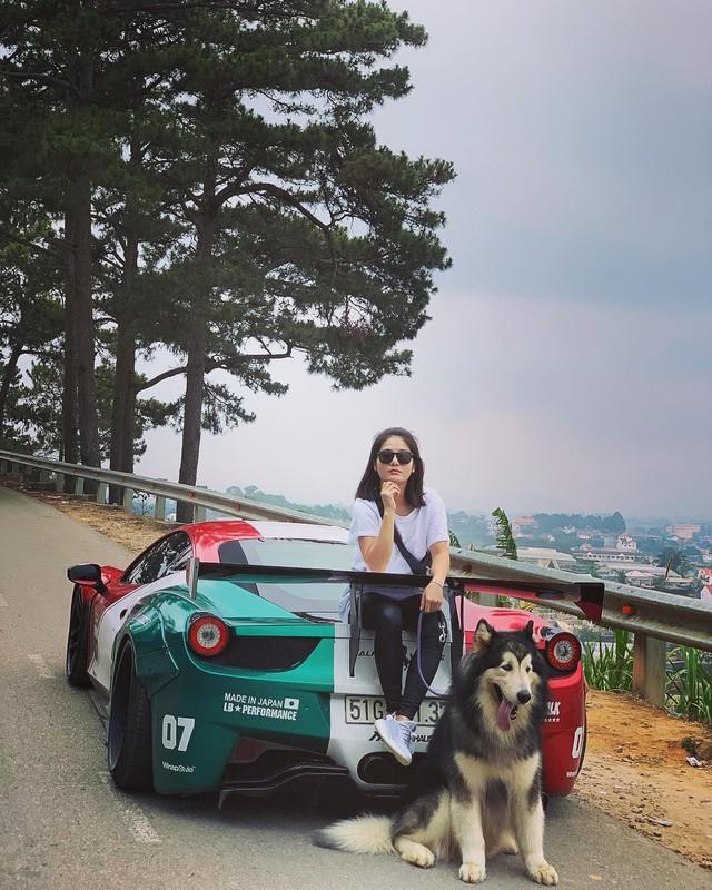 Hot girl 9x xuất hiện bên cạnh một loạt siêu xe, xe thể thao đình đám ở Việt Nam là ai? - Ảnh 2.