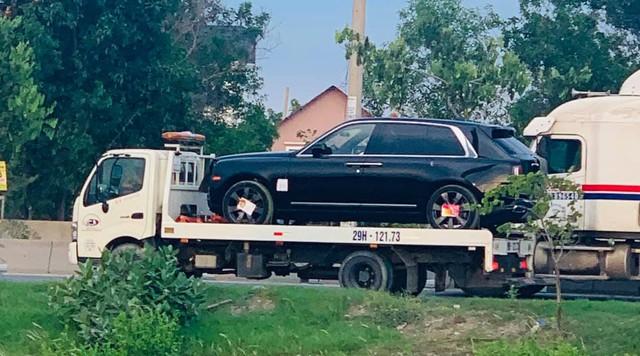 Thêm hai chiếc Rolls-Royce Cullinan tiền tỷ nhập khẩu tư nhân đổ bộ - nể phục độ chịu chi của đại gia Việt - Ảnh 1.
