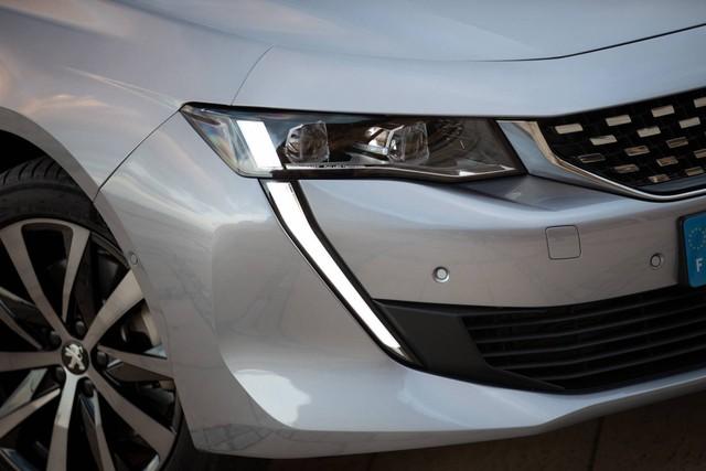 Có nên chọn cấu hình đặc biệt này của Peugeot 508 thay vì bản sedan? - Ảnh 4.