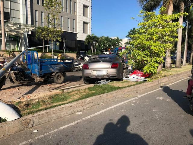 Bentley Continental GT gặp nạn tại TP. HCM, bộ bodykit độc nhất Việt Nam gây chú ý - Ảnh 2.