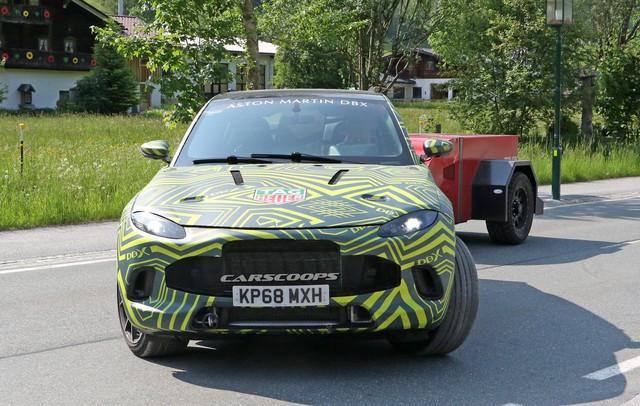 Lộ nội thất Aston Martin DBX 2020 chuẩn bị ra mắt đấu Lamborghini Urus - Ảnh 4.