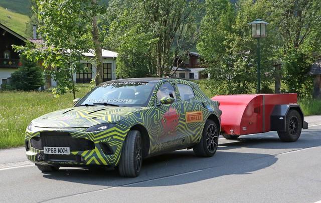 Lộ nội thất Aston Martin DBX 2020 chuẩn bị ra mắt đấu Lamborghini Urus - Ảnh 3.