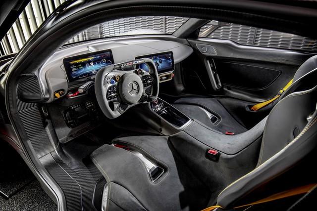 Một trong 275 siêu xe Mercedes-AMG đã có người bán lại, giá nhẹ nhàng gần 4 triệu USD - Ảnh 2.