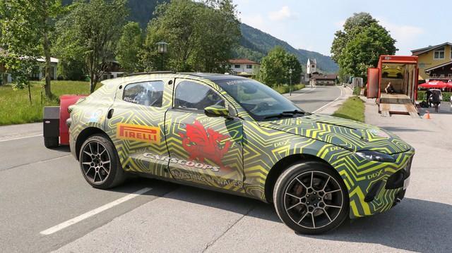Lộ nội thất Aston Martin DBX 2020 chuẩn bị ra mắt đấu Lamborghini Urus