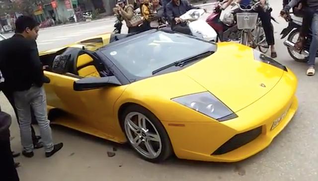Lamborghini Murcielago mui trần độc nhất Việt Nam độ nhiều đồ chơi trước khi lên đường Car Passion 2019 - Ảnh 5.