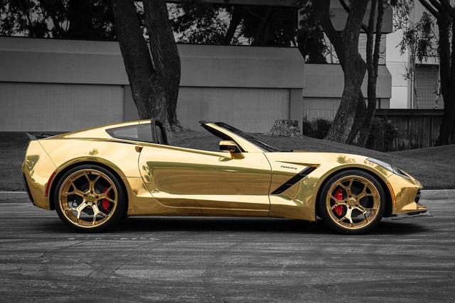 Chevrolet Corvette nổi bật nhất phố với lớp wrap vàng bóng, mâm Forgiato đồng màu khổng lồ - Ảnh 3.
