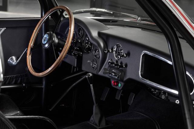 Aston Martin ra mắt xe đắt giá nhất lịch sử, hơn gấp đôi Bugatti Chiron - Ảnh 5.