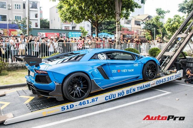 Chùm ảnh: Người dân Hà Nội chen chúc xem siêu xe tụ họp trước thềm Car Passion 2019 - Ảnh 4.