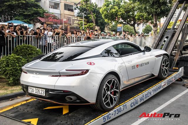 Chùm ảnh: Người dân Hà Nội chen chúc xem siêu xe tụ họp trước thềm Car Passion 2019 - Ảnh 5.