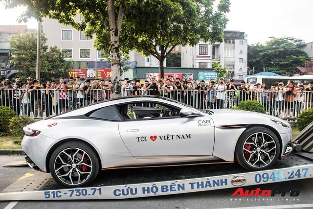 Chùm ảnh: Người dân Hà Nội chen chúc xem siêu xe tụ họp trước thềm Car Passion 2019 - Ảnh 6.
