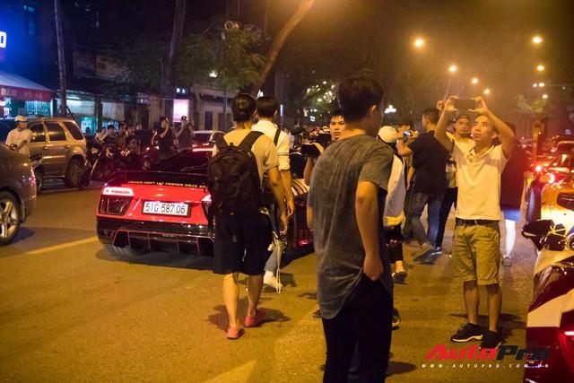 Chùm ảnh: Người dân Hà Nội chen chúc xem siêu xe tụ họp trước thềm Car Passion 2019 - Ảnh 9.