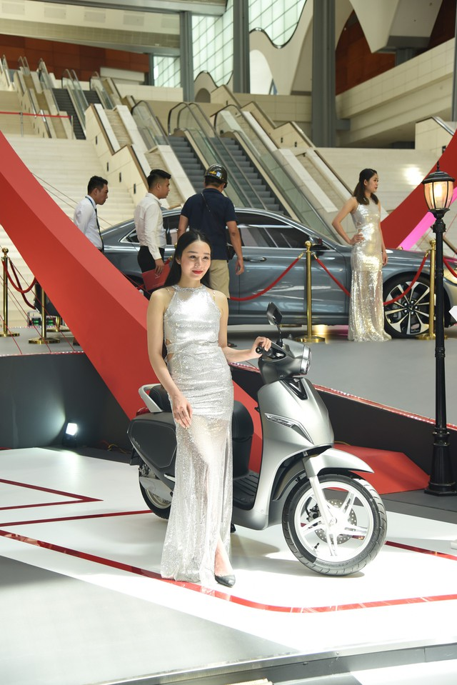 Ngắm thần thái dàn 'chân dài' tại triển lãm Auto Expo 2019 - Ảnh 2.