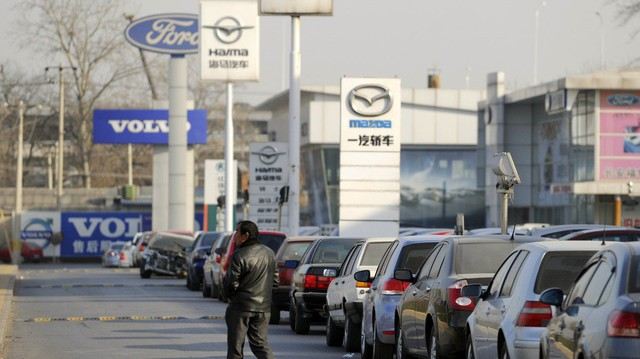 Thị trường xe Trung Quốc có tháng tồi tệ nhất lịch sử, rơi vào tình thế không thể cứu vãn