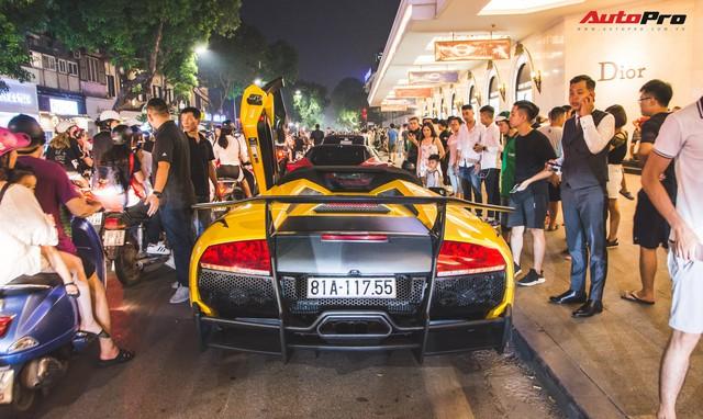 Chùm ảnh: Người dân Hà Nội chen chúc xem siêu xe tụ họp trước thềm Car Passion 2019 - Ảnh 12.