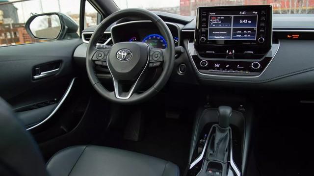 Xe Toyota có thể tự chuyển chế độ lái về P, tắt động cơ từ năm sau