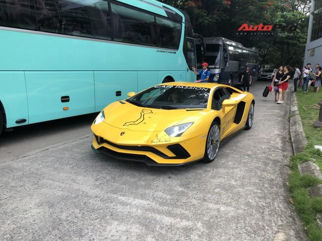 Fanpage Car Passion: Bò Lamborghini Aventador S mất vài chiếc ốc nhỏ sau sự cố gặm cỏ bên đường - Ảnh 7.