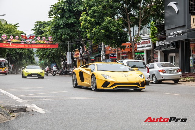 Fanpage Car Passion: Bò Lamborghini Aventador S mất vài chiếc ốc nhỏ sau sự cố gặm cỏ bên đường - Ảnh 5.