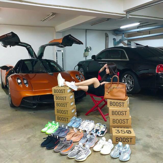 Con gái đầu doanh nhân Phạm Trần Nhật Minh khoe dàn đồ hiệu bên cạnh siêu xe Pagani Huayra đắt nhất Việt Nam - Ảnh 1.