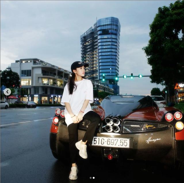 Con gái đầu doanh nhân Phạm Trần Nhật Minh khoe dàn đồ hiệu bên cạnh siêu xe Pagani Huayra đắt nhất Việt Nam - Ảnh 2.