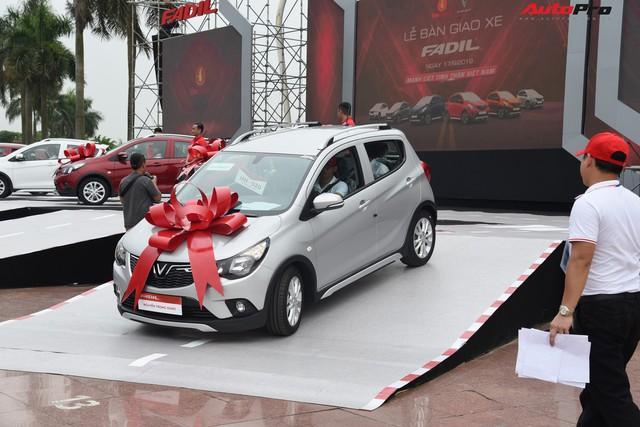 VinFast bàn giao hàng trăm xe Fadil, lập kỷ lục tại Việt Nam - Ảnh 11.