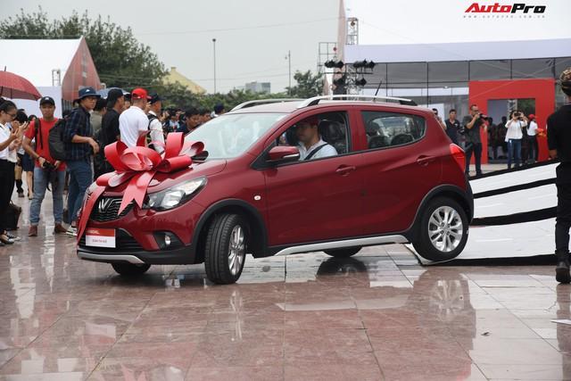 VinFast bàn giao hàng trăm xe Fadil, lập kỷ lục tại Việt Nam - Ảnh 10.
