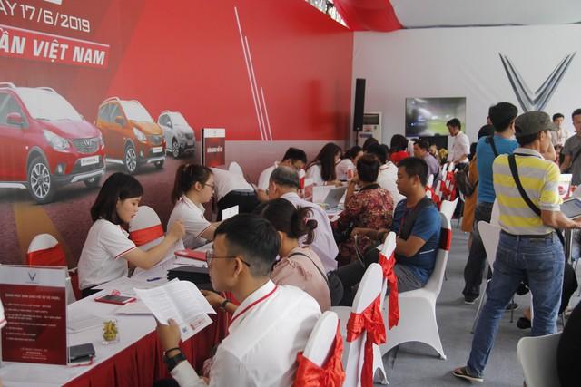 VinFast bàn giao hàng trăm xe Fadil, lập kỷ lục tại Việt Nam - Ảnh 16.