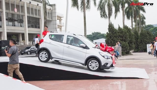 VinFast bàn giao hàng trăm xe Fadil, lập kỷ lục tại Việt Nam - Ảnh 18.