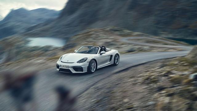 Porsche trình làng 718 Boxster Spyder và Cayman GT4 2020 với động cơ boxer 4.0L mới - Ảnh 1.