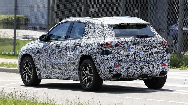 Mercedes-Benz GLA thế hệ mới lộ ảnh chạy thử, dự kiến ra mắt 9/2019 - Ảnh 2.
