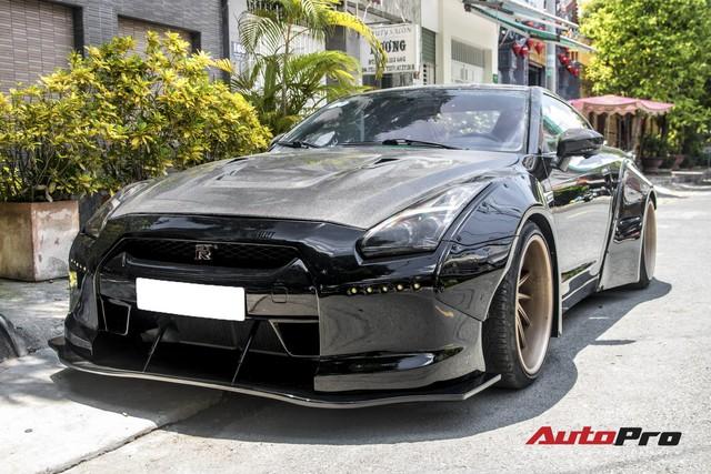Chịu chơi không dán decal, Nissan GT-R độc nhất Việt Nam được đại gia Sài Gòn thay luôn màu sơn gốc - Ảnh 1.