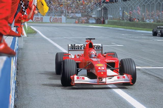 Xe đua Ferrari huyền thoại gắn liền với mùa giải thành công nhất của Michael Schumacher được đem đấu giá - Ảnh 1.