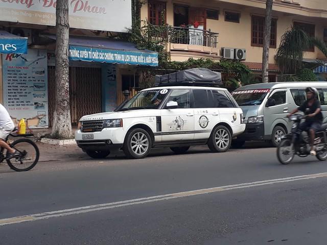 7 chiếc Range Rover độ ống thở thuộc sở hữu của ông chủ cafe Trung Nguyên bất thình lình xuất hiện tại Phan Thiết - Ảnh 1.