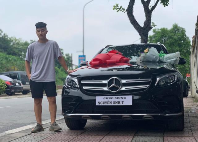 Sinh năm 2000, thiếu gia Thanh Hoá gây sốt khi chi hơn 2 tỷ mua Mercedes-Benz GLC 300 - Ảnh 1.