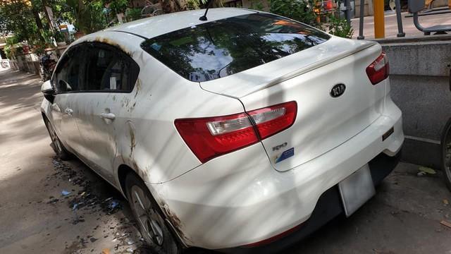 Đỗ xe chặn hết nửa con ngõ, Kia Rio bị đốt không thương tiếc tại Hà Nội - Ảnh 6.
