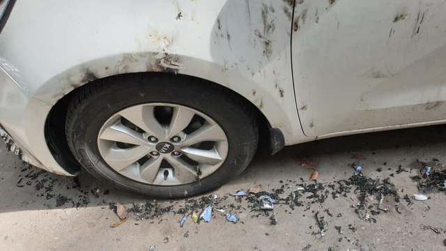 Đỗ xe chặn hết nửa con ngõ, Kia Rio bị đốt không thương tiếc tại Hà Nội - Ảnh 4.