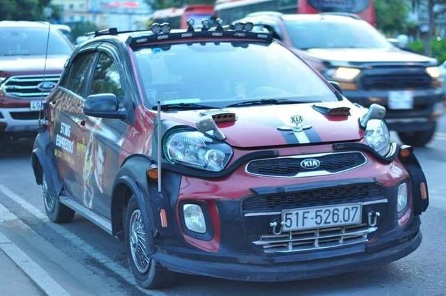 Dân chơi Sài Gòn độ Kia Morning cực dị: thân xe kiểu wide-body, lắp lốp dự phòng SUV - Ảnh 1.