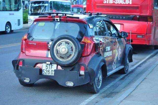 Dân chơi Sài Gòn độ Kia Morning cực dị: thân xe kiểu wide-body, lắp lốp dự phòng SUV - Ảnh 2.