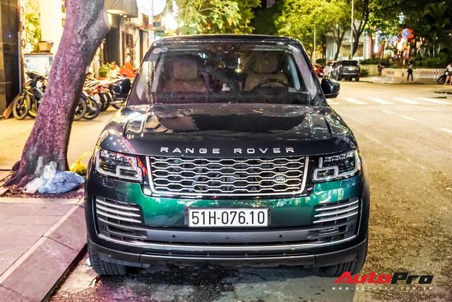 Range Rover Autobiography 2019 màu độc rực rỡ trên đường phố Sài Gòn - Ảnh 1.