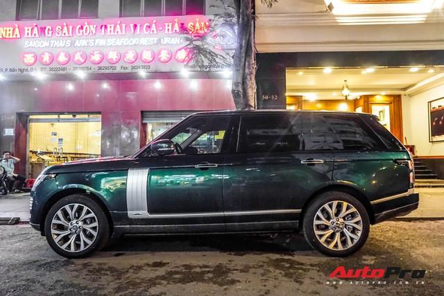 Range Rover Autobiography 2019 màu độc rực rỡ trên đường phố Sài Gòn - Ảnh 2.