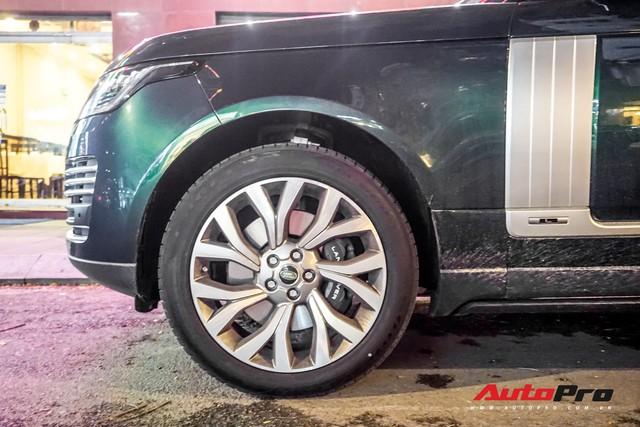Range Rover Autobiography 2019 màu độc rực rỡ trên đường phố Sài Gòn - Ảnh 8.