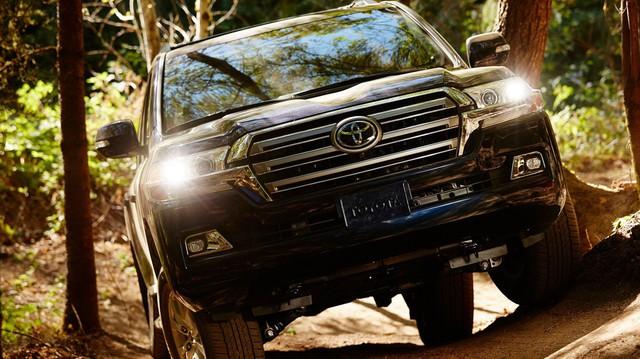 """BMW đã """"tặng"""" Z4 cho Toyota, giờ sẽ nhận lại Land Cruiser?"""