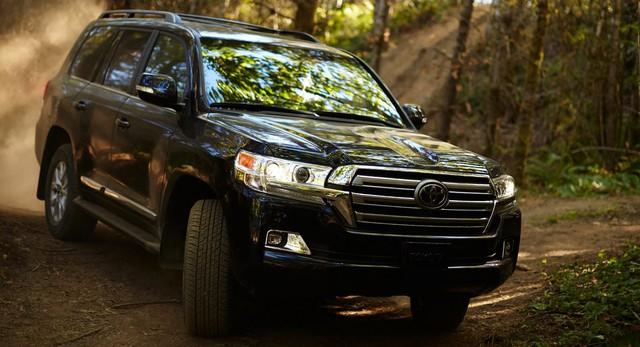 BMW đã tặng Z4 cho Toyota, giờ sẽ nhận lại Land Cruiser? - Ảnh 1.