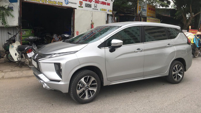 Vừa mua Mitsubishi Xpander, chủ xe đã tháo tung, sơn lại màu tắc kè hoa đầu tiên Việt Nam - Ảnh 2.
