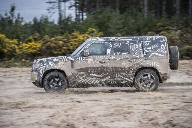 Những điều cần biết về huyền thoại Land Rover Defender sắp hồi sinh trong tháng 9 tới: Đối thủ Mercedes G-Class - Ảnh 3.