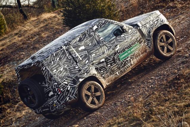 Những điều cần biết về huyền thoại Land Rover Defender sắp hồi sinh trong tháng 9 tới: Đối thủ Mercedes G-Class - Ảnh 2.