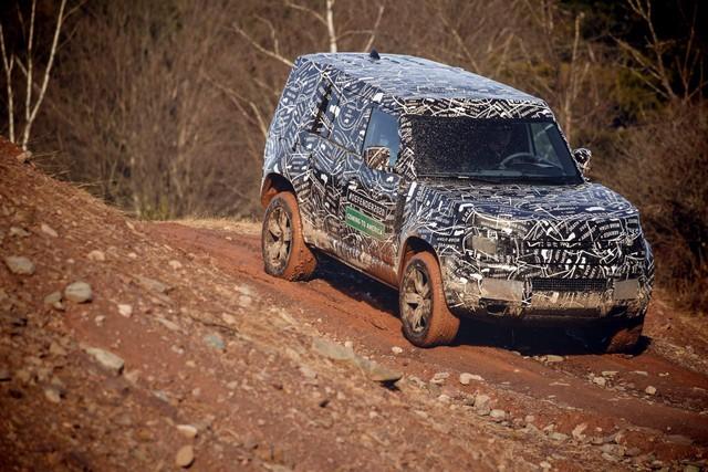 Những điều cần biết về huyền thoại Land Rover Defender sắp hồi sinh trong tháng 9 tới: Đối thủ Mercedes G-Class - Ảnh 1.