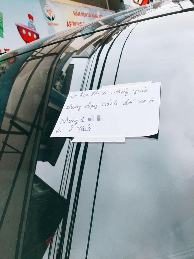 Đỗ xe Santa Fe chắn trước cửa nhà người khác ngày đầu tháng và mẩu giấy nhắn cực gắt của gia chủ khiến tài xế tái mặt - Ảnh 2.