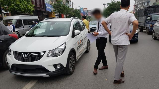 Chiếc VinFast Fadil đầu tiên tại Việt Nam dính va quệt - Ảnh 1.
