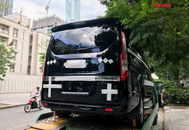 Ford Tourneo bất ngờ xuất hiện trên đường phố Hà Nội, ngày đối đầu Kia Sedona không còn xa - Ảnh 2.